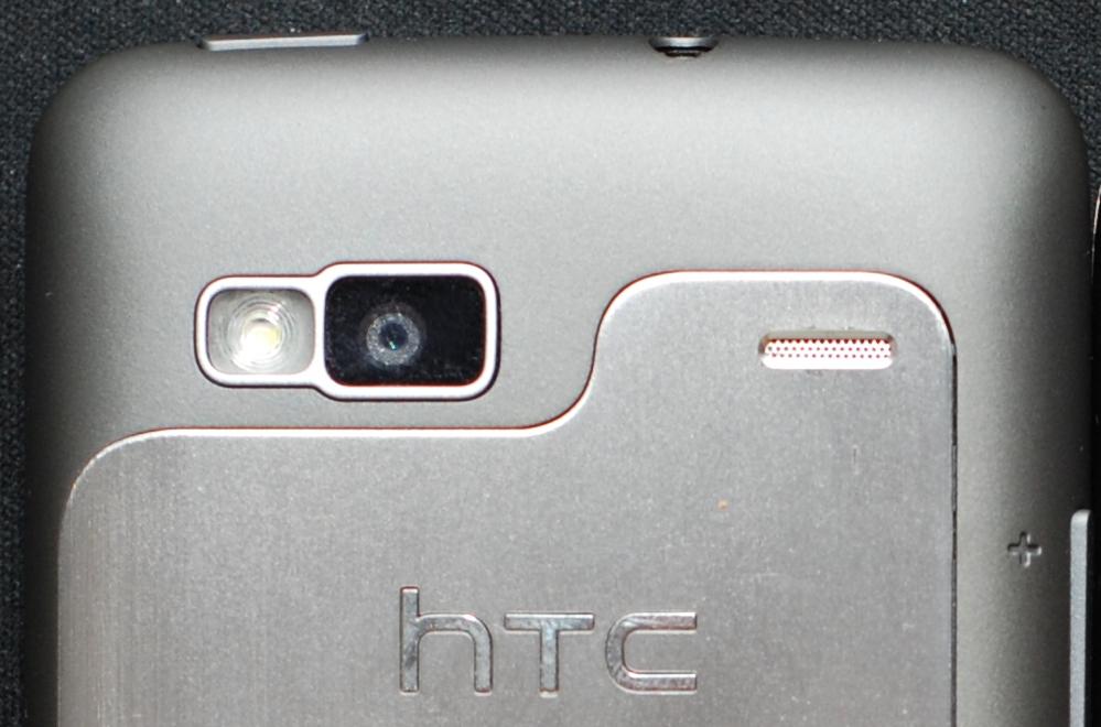 HTC Desire Z Rückseite mit Kamera und Lautsprecher