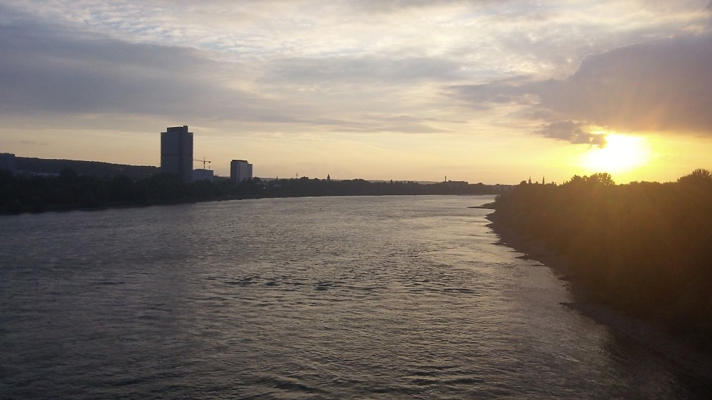 Sonnenuntergang am Rhein bei Bonn. (Kodak PlayFull Testfoto)